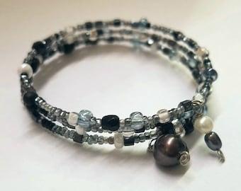 Rainy Day - Boho Black, White & Grey Tones Memory Wire Seed Bead Bracelet with Freshwater Pearls - Elegant Winter Accessory