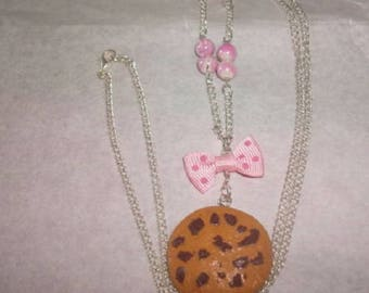 Necklace delicious cookies with beads and a small knot