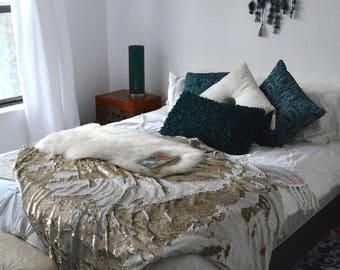 Large Gold Sequin Blanket. Reversible Sequin Blanket. Flip Sequin Blanket. Comfy Blanket. Winter Blanket. Fleece Blanket. Throw Blanket.
