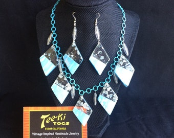 Baby Blue & White Lucite Confette Diamond Triangles Clear Torpedos on Blue Tool Chain