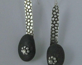 Pebble earring with pebble texture