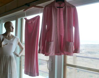 100% PINK WOMEN'S SUIT//Vintage - As seen In My Etsy Shop Video! // Perfect condition // A Perfect cute suit that is totally An Eye Catcher!
