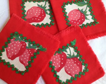Vintage Red Napkins / Red Napkins / Strawberries Naps / Luncheon Napkins / Linen Napkins