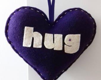 Aime faire un câlin - décoration de coeur amour violet foncé