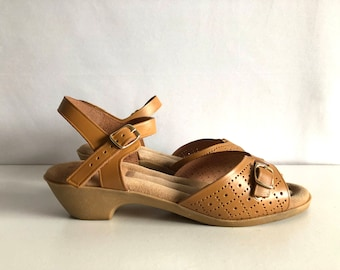 Vintage Shoes Women's 70's Tan Leather, Wedge, Sandals by Coasters (Size 7)