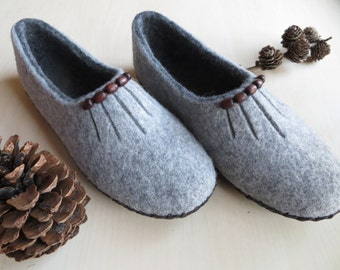 Gray felted slippers, women home shoes, sutsko,hjemmesko, wool clogs, woolen soft slippers, hygge home, ECO friendly shoes, Christmas gift