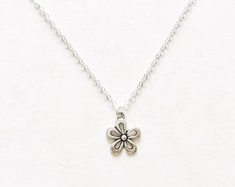 Hollow Daisy Necklace