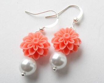 Coral flower earrings, Coral Bridesmaid earrings, coral wedding jewelry, bridesmaid gift, Coral flower jewelry, coral mum flower earrings