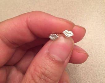 Mini lip earrings