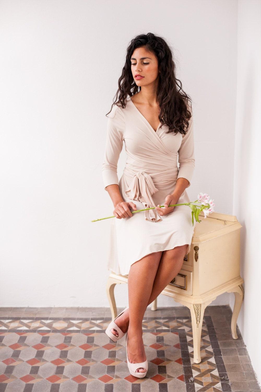 Versandfertig kurze beige Brautkleid hellbeige Empfang Keid