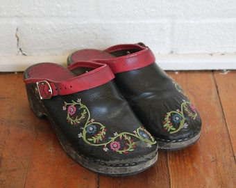 Retro Black Leather Floral Embroidered Wooden Heel Slip On Clog Shoes