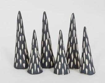 Schwarz & weiß Keramik-Ring-Kegel ~ Klingeln Display Schmuck Aufbewahrung Ring Halter Schmuck-Display ~ Valentinstag Verlobungsgeschenk für sie
