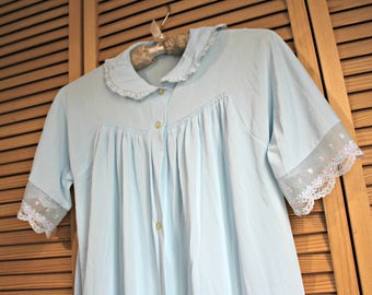 Vintage. Long/med length/robe/button/nighty. Lorraine. Size small. 1960's.