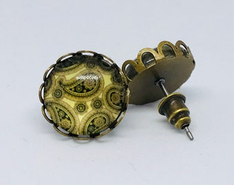 Green Paisley Retro Vintage Look Stud Earrings in Antique Gold Setting