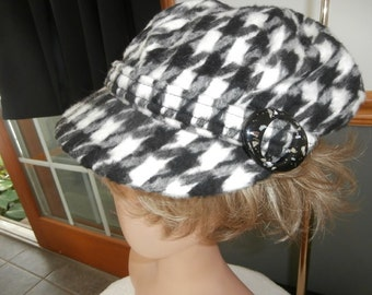 Womens Cabbie  Houndstooth Hat Soft  Quilted Lining Large Buckle