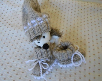 Hat with matching booties color taupe