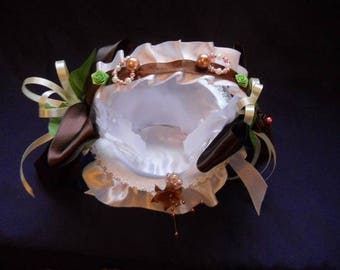 Basket with leaves and flowers ivory and chocolate