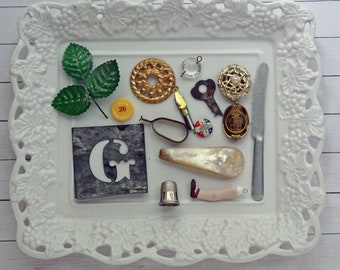 bITs KitS No041e -tin stencil, mother of pearl handle, thimble, play knife, doll leg, curtain clip, ink pen nib,key