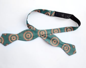 Mid Century Green Silk Patterned Bow Tie