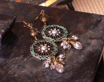 Chandelier earring, green earring, green earring, pearl and green, boho earring, dangle earring, czech glass earring, earring