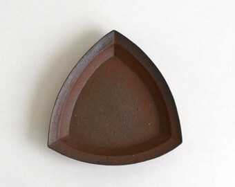 Bizen ware Triangle Plate (M) 01; Hitoshi Morimoto (16006003-M01)