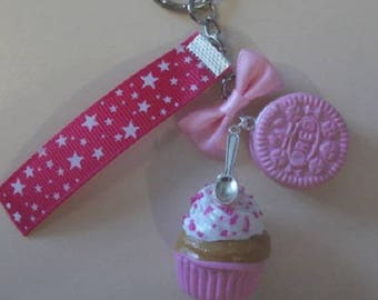 Keychain delicious cup cake, biscuit and her pink bow