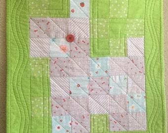 Scottie dog wall hanging, mini quilt, nursery, Christmas