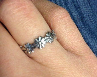 Sterling Silver Daisy Flower Ring, Dainty, Floral, Hippy Inspired Ring, Vintage Inspired, Simple, Bridesmaid Gift, Gift Idea, SIZE 7 ONLY