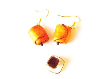 Earrings, THE PAIN au CHOCOLAT, miniature pâtisserie, polymer clay, golden hooks by The Sausage