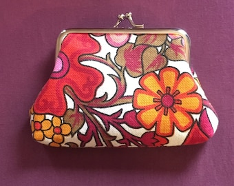 Kiss clasp coin purse made with vintage 1960s/1970s retro floral fabric