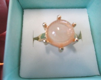 Vintage ring champagne colored  capochon stone size aprox 6  no markings