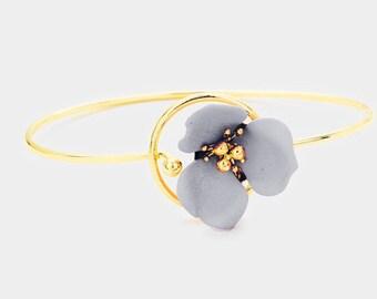 Flower Hook Bracelet Gold/Gray