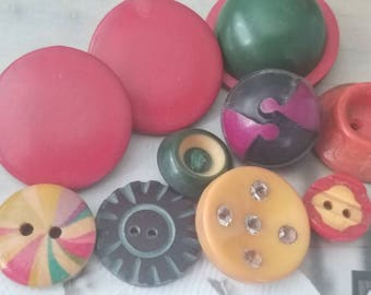 Vintage Buttons - Lot of 10 Mid Century Modern assorted bright colors novelty, Bakelite, celluloid, novelty, (feb 490 18)