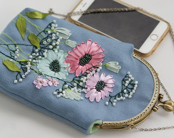 Floral coin purse, embroidered kisslock purse, linen purse, hand embroidered pouch, womens floral pouch daisy flowers ribbon embroidery