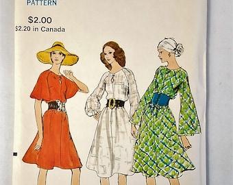 Vintage Vogue 7982 Loose fitting Semi Tent Dress Sewing Pattern Sz 14 Uncut 1971