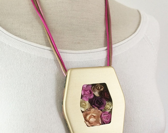 Statement paper flowers necklace -floral necklace - locket necklace - golden metal - paper roses