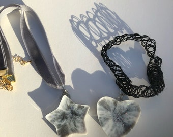 Black and White Marbled Pendant Chokers