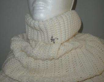 Crocheted Cream Cowl