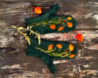 Mittens merino wool felted green gloves gift for girlfriend ornament mittens for mother winter arm warmers gift for her cozy gift for granny