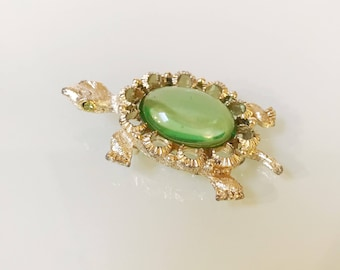 Vintage Green Peridot Jelly Belly Lucite Sea Turtle 70's Brooch