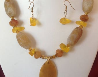 Resin and Citrine Necklace w Earrings