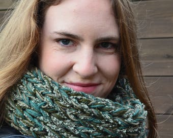green snood, chunky knit cowl