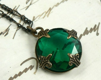 Eire emerald vintage jewel and natural brass filigree necklace