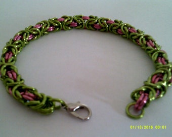 dark rose and lime green chainmaille bracelet