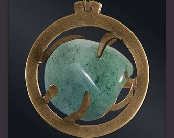 Aventurine 28mmo medallion, brass. Create: A rock crystal is offered