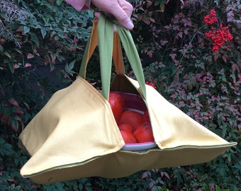 Casserole tote for baked goods, main dishes, and salads