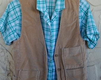 Vintage Vest Hippie Groovy Wide Wale Corduroy ..Tan Vest .. Khaki ... Tractor Vest ... Country Bumpkin Free Ship Size Small Medium
