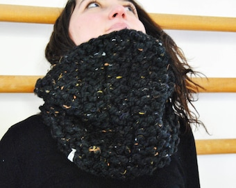 Chunky Cowl / Big Cowl // Snood / Mixed Black // Perfect for Winter / Fully Handmade