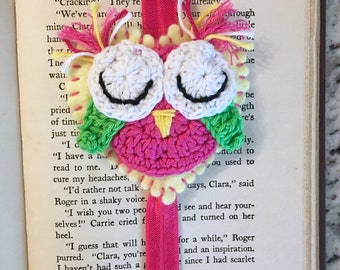 Pink owl bookmark, crocheted owl, elastic page marker, reading accessory, book accessory, bookworm, gift for reader