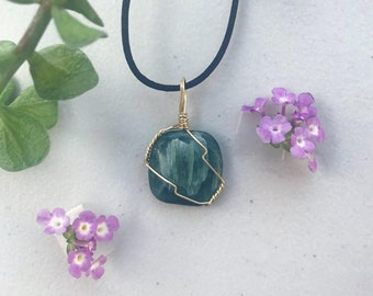 Earthy Green Kyanite Gold-Plated Wire Wrapped Necklace